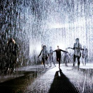 dezeen_Rain-Room-by-rAndom-International-at-the-Barbican_3a